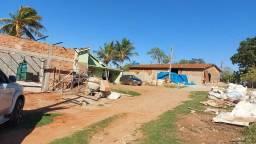 Título do anúncio: Chácara com casa e dois barracões.
