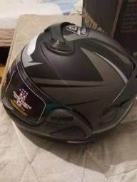 Vende se capacete novo com nota na caixa
