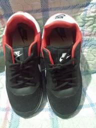 Título do anúncio: Tênis Nike unissex.