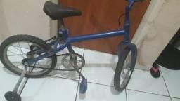 Título do anúncio: Bicicleta pra criança pequena até 8 anos de idade