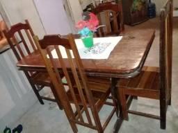 Vendo mesa c/4 cadeiras
