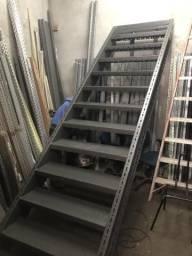 Escada de aço sob medida