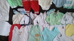 Vendo lote para menino tamanho RN até 4 meses tudo bem conservado sem defeito
