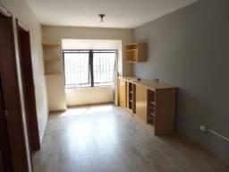 Alugo Apartamento Central com 01 Suíte. Condomínio Baixo