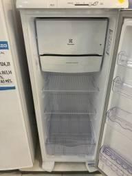 Vendo geladeira Electrolux 240 Litros