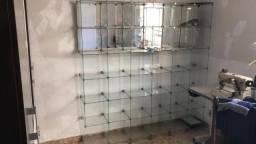 Máquinas de costura e Balcão de vidro