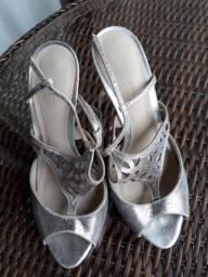 Sandália prata Capodarte