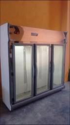 Expositor vertical refrigerado três portas