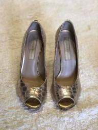 Sapato dourado novinho