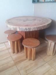 Mesa Rústica de madeira.