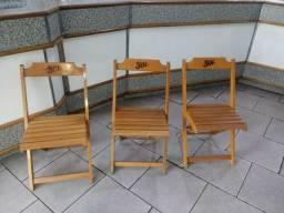 Cadeiras dobráveis de madeira