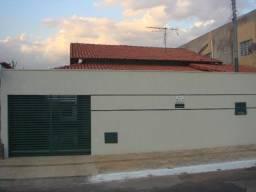 Título do anúncio: Vende casa Água Branca, Próximo ao Fórum, podendo ser Residencial/Comercial