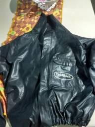 Título do anúncio: Blusa de Chuva +polainas.