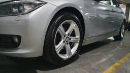 BMW 320i 2.0 Turbo gasolina 2013/14 prata