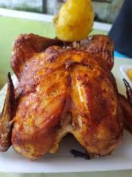 Faça seu pedido todos os domingos frango assado com batata e farofa