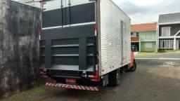 Caminhão com Rampa hidraulica 41 9  *