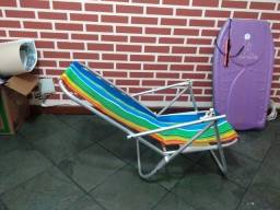 Vendo duas cadeiras de praia e uma prancha