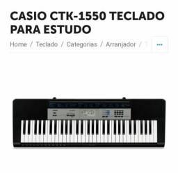 Vende-se teclado semi novo.