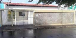 Alugo casa no São Francisco, ao lado do Hiper Bompreço da Av. Colares Moreira
