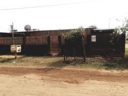 Casa individual, 1 quarto, sala, cozinha, banheiro, garagem e quintal. Bairro Santa Emília