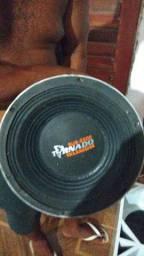 Caixa de som com um par de alto falante 12/ 2200wht