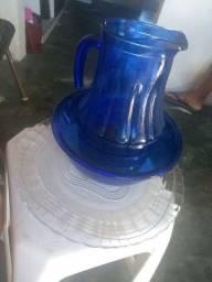 Kit jarra de marinex azul, mas um prato grande de vidro