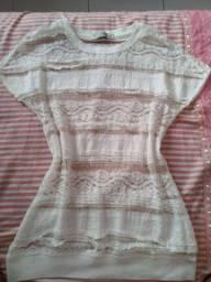 Blusa de renda Off-White, veste P e PP.