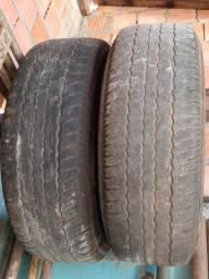 Vendo 2 pneus da camionete meia vida