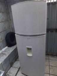 Título do anúncio: Vendo essa geladeira consul bem estar frost free dúplex top ? novinha!