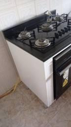 Fogão, forno e armário