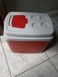 Vendo caixa térmica 32 litros R$40,00