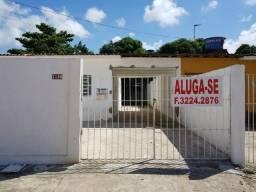 Alugo casas em Cajueiro Seco com grande área e garagem junto ao supermercado leve mais