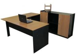 Mesa com armário para escritório, home office, sala do diretor etc