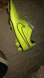 Chuteira Nike de campo