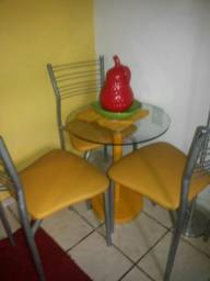 Mesa de vidro com 3 cadeiras amarelo