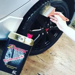 Pretinho de pneus que não sai com a chuva: Brilhopek em lata, o autêntico da Propek