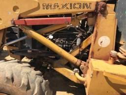 Retroescavadeira Maxion 750 4x4