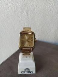 Relógio de pulso modelo social dourado