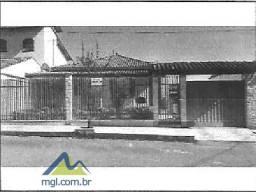 E) Casa com 4 quartos na cidade de São João Del Rei/MG