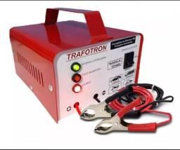 Carregadores de baterias baratos e novos.