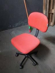 Título do anúncio: cadeira escritorio vermelha