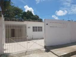 Casas com quintal e garagem em Cajueiro Seco perto do supermercado Leve Mais