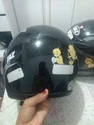 Vendo 2 capacetes por 50