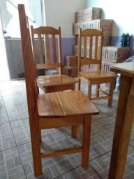 Vende-se uma mesa com 4 cadeiras