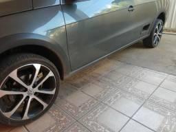 """Rodas 17"""" com pneus 205/40"""