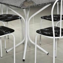 Mesa de quatro cadeiras
