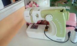 Vendo uma máquina de costura