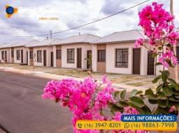 Casa com 2 dormitórios em Condomínio Fechado