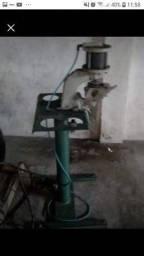 Máquina de furar ilhós pneumática