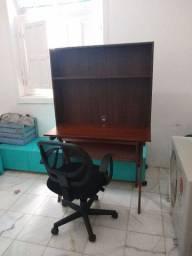 Mesa em madeira , nicho MDF e cadeira giratória